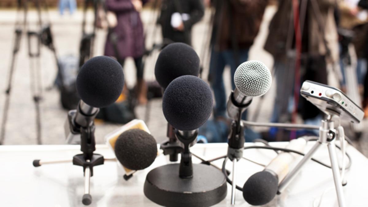 گزارشگر خبر یا خدمه فیلم و رسانهw and media