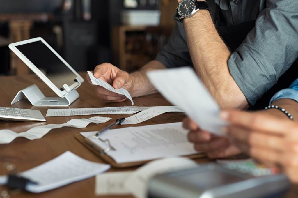 مرتب کردن حساب بانکی و مسائل مربوط به مالیات